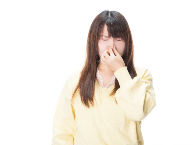 排水口の臭いにおいを消したい!原因と場所別におすすめの掃除方法を紹介:イメージ