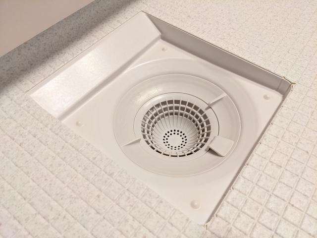 お風呂の排水口のつまりはどうやったら解消できる?おすすめの掃除方法と外せない注意点:イメージ