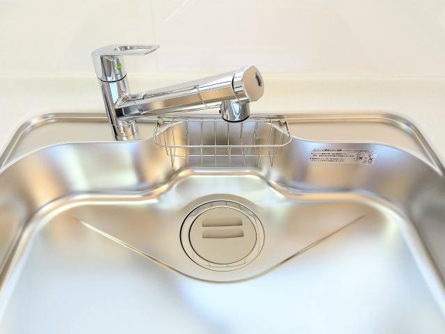 キッチン水栓の交換費用が知りたい!蛇口のタイプ別費用や工事内容も確認:イメージ